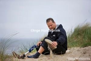 Edwin Brandon prothese gebruiker op het strand
